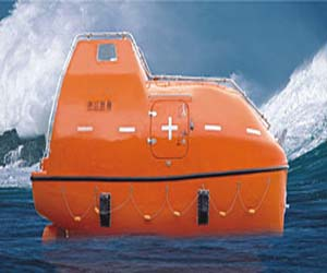 Totally enclosed frp lifeboat